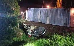 Xe container đè xe Limousine bẹp dúm ở Quảng Ninh khiến 3 người tử vong
