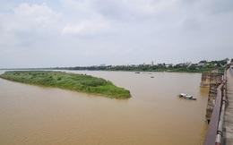 Phát hiện vật nghi bom cách cầu Long Biên khoảng 500m