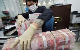 Ngân hàng Trung Quốc báo cáo giao dịch tiền mặt từ 14.000 USD lên NHTW để ngăn dòng vốn rút mạnh