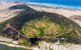 Một hòn đảo ở Việt Nam sở hữu tới 2 miệng núi lửa có tuổi đời hàng chục triệu năm, khung cảnh nhìn từ trên cao khiến nhiều người kinh ngạc