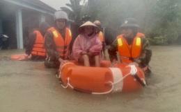Người dân Quảng Ngãi, Quảng Nam hối hả chạy lũ