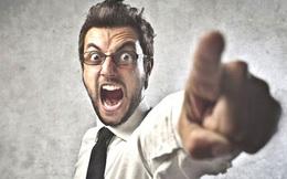 """Bị mắng thậm tệ sau khi hỏi """"anh có tiền lẻ không?"""", nhân viên ngân hàng phản ứng lại 1 câu, khách hàng phải thay đổi thái độ"""