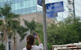 Nhiều tuyến đường ở trung tâm Sài Gòn lần đầu được gắn mã QR code để tra cứu thông tin