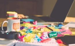 10 thứ không nên xuất hiện trên bàn làm việc của bạn: Sự có mặt của chúng sẽ khiến đồng nghiệp cũng như cấp trên nghĩ bạn thiếu chuyên nghiệp