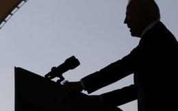 """""""Điều bất ngờ tháng 10"""" khiến ông Biden đi vào """"vết xe đổ"""" của bà Hillary?"""