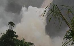 CLIP: Thủy điện lớn nhất Quảng Trị xả lũ 1.110 m3/s vì hết khả năng trữ nước