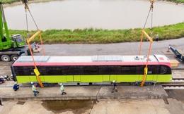 CLIP: Cận cảnh đoàn tàu đường sắt bằng hợp kim nhôm do Pháp sản xuất về đến Hà Nội