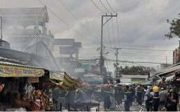 Cháy chợ tại Cà Mau, tiểu thương hoảng hốt tháo chạy