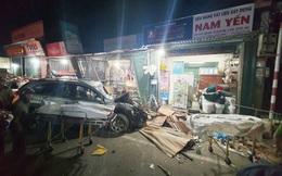 Ôtô tải nổ lốp, mất lái tông vào 4 nhà dân làm 2 người chết, 4 bị thương