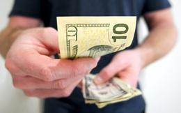 """""""Mùa tiền rẻ"""" sẽ duy trì đến khi nào?"""