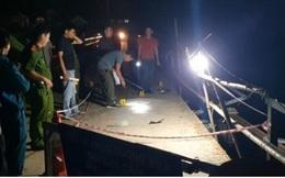 Ô tô 7 chỗ đâm xe máy rồi rơi xuống sông ở Nghệ An, 5 người chết