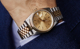Sếp hỏi giá đồng hồ đeo tay, nhân viên thật thà trả lời mà không biết mình đã rước họa vào thân: Nước quá trong thì không có cá, người khoe mẽ quá thì thiệt thân