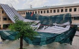 Giông lốc giật phăng mái trường học ở TPHCM