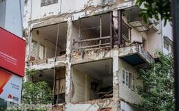 Tận thấy khu chung cư trước nguy cơ sập đổ ở giữa Thủ đô