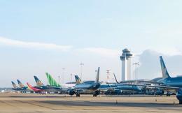 """""""Đóng cửa"""" 5 sân bay, hàng không hủy hàng chục chuyến vì bão số 13"""