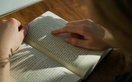 """""""Ngộ độc"""" khi đọc sách self-help: Đọc với trí tuệ tỉnh táo và khoa học, tránh ngây ngất, chìm đắm vào những lời tán dương thiếu thực tế..."""