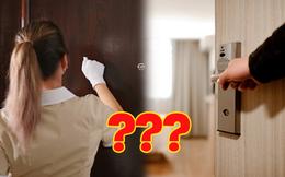 Tại sao nhân viên khách sạn thường gõ cửa trước khi vào phòng dù biết không có khách bên trong?