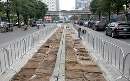 Rào chắn thi công hầm chui Lê Văn Lương tại nút giao 10 làn xe