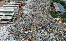 Khu Nam Sơn thông xe một tuần, rác vẫn chất thành 'núi' nhiều nơi ở nội đô
