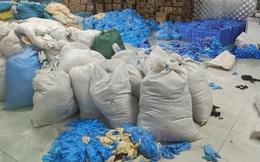 Phát hiện kho hàng gần chục tấn găng tay y tế đã qua sử dụng tại Bắc Ninh