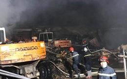 Công ty bao bì ở Bình Dương phát hỏa, khói đen phủ kín 1.000 m² nhà xưởng
