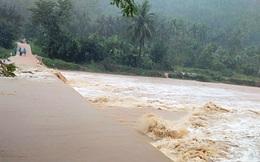 Bình Định: Lũ về bất ngờ nhiều xã chìm trong biển nước