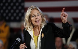 """Đệ nhất phu nhân Mỹ Jill Biden: Tiến sĩ giáo dục với sự nghiệp dạy học đáng ngưỡng mộ, """"thích chơi khăm"""" và từng đến Việt Nam năm 2015 để làm điều này"""