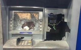 Rút tiền bị nuốt thẻ, người đàn ông đập phá trụ ATM ở Bình Dương