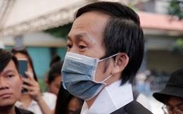 """Rơi nước mắt với câu nói của NS Hoài Linh tại tang lễ cố NS Chí Tài: """"Bây giờ chẳng còn ai cô độc hơn anh đâu"""""""
