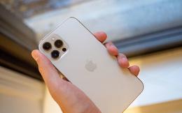 iPhone 12 phiên bản hoài cổ với giá gần 9.000 USD