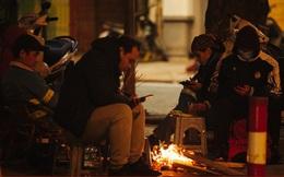 """Người dân Thủ đô """"co ro"""" trong đêm rét đầu tiên của mùa đông 2020"""