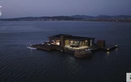 Đôi vợ chồng xây biệt thự nổi 600m2 giữa biển, dùng làm nơi cách ly với thế giới mùa Covid