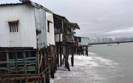 Sóng đánh nhà tơi tả, dân xóm Chụt Nha Trang sống trong sợ hãi