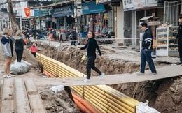 Cuộc sống người dân cạnh đại công trường đường vành đai nghìn tỷ: Ùn tắc, khói bụi, thậm chí ngã nhào