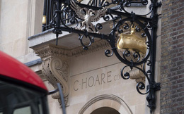 Câu chuyện về đế chế ngân hàng Anh lâu đời hơn cả gia tộc Rothschilds: Không nhận ít hơn 7 triệu USD, muốn gửi tiền phải qua được vòng phỏng vấn