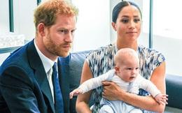 """Vợ chồng Meghan Markle tiết lộ thông tin mới về bé Archie khiến dư luận phẫn nộ, yêu cầu """"giải cứu"""" đứa trẻ ngay lập tức"""