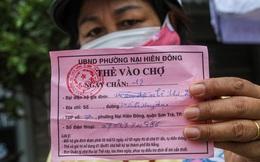 Phường in không kịp thẻ, dân Đà Nẵng vẫn vô tư đi chợ trong ngày đầu hạn chế