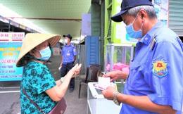 Ảnh: Ngày đầu người dân Đà Nẵng thực hiện đi chợ bằng phiếu ngày chẵn lẻ