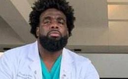 Người bảo vệ dành 5 năm theo đuổi ngành y, làm thêm tại bệnh viện để học hỏi bác sĩ và giờ đứng trong đội ngũ tuyến đầu chống dịch