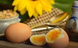 """Ăn trứng gà vào bữa sáng """"bổ tựa nhân sâm"""" nhưng chỉ cần phạm 1 trong 4 sai lầm này khi chế biến cũng đủ khiến gia đình bạn có nguy cơ nhập viện"""