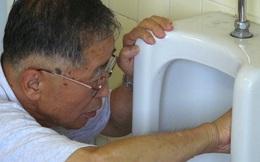 Câu chuyện cảm động về chủ tịch 81 tuổi vẫn đi cọ toilet dù sở hữu doanh nghiệp tỷ Yên