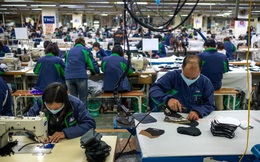 Bloomberg: Dù đà tăng trưởng kinh tế đột ngột chững lại do Covid-19, Việt Nam vẫn hấp dẫn các nhà đầu tư quốc tế