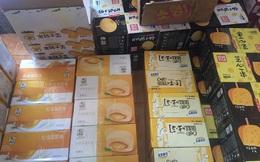 Chặn đứng đường tiến của hàng tấn bánh Trung thu và hộp trà hoa quả uống liền không rõ nguồn gốc