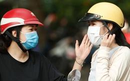 Tâm trạng trái chiều của những phụ huynh đưa con đi thi tốt nghiệp THPT sáng nay tại Hà Nội