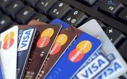 """Phí dịch vụ """"bủa vây"""" khách hàng, ngân hàng vẫn kém thu"""