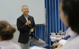 """""""Giáo sư quần đùi"""" Trương Nguyện Thành và cách giáo dục Cha Voi: Đừng bắt con cố làm đúng, cứ để con tự trải nghiệm và sửa sai"""