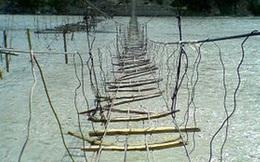 Đang định qua sông thì phát hiện cây cầu có vấn đề, chỉ bằng 1 hòn đá, vị hòa thượng cứu sống 1 mạng người