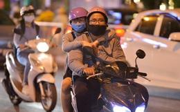 Ảnh: Đường phố Hà Nội đẹp hiền hòa đêm đầu tiên đón thu sang, người dân thích thú cảm nhận cái se lạnh về trên từng ngõ nhỏ