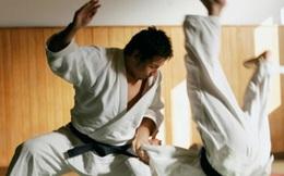 Gửi con lên chùa để sửa tính nhút nhát, 3 tháng sau, ông bố phải xấu hổ vì phản ứng của mình khi xem con thi đấu karate