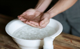 Đặt chậu nước đá trước mặt và làm việc này, bạn sẽ biết ngay liệu mình có mắc bệnh tim hay không